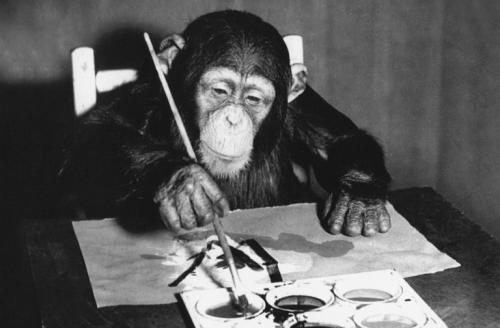 Шимпанзе Конго: самый известный художник среди животных «Он взял карандаш, а я положил лист бумаги перед ним... Что-то странное выходило из-под карандаша. Это была первая линия Конго. Он провел коротенький отрезок и остановился. Продолжит ли он? Произойдет ли это еще раз? Но он повторял это снова и снова», — вспоминает исследователь Десмонд Моррис, который изучал самца шимпанзе по имени Конго. Обезьяна с раннего возраста демонстрировала интерес к рисованию: всего за два года Конго нарисовал 400 картин. Поначалу животное, как и любые другие шимпанзе, просто разбрызгивало краски, но в один прекрасный момент манера держать кисть сильно изменилась, как и отношение к своим занятиям. Конго стал гораздо внимательнее, вырисовывая каждый мазок.