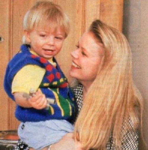 """У Марси есть 32-летний сын Тайлер, которого она родила от оператора """"Санта-Барбары"""" Стивена Коллинза. Мальчик тоже снялся в сериале, сыграв крошечную дочь Иден."""