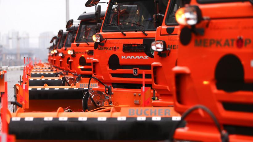 Более 1 тысячи единиц спецтехники вывели на дороги Подмосковья для уборки снега