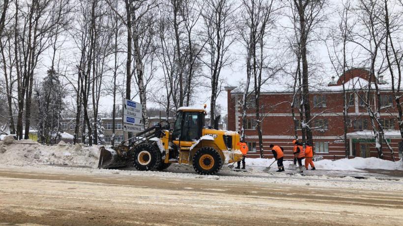 Более 30 тыс. км дорог обработали и очистили от снега за прошедшие сутки