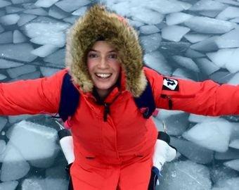 Cемья с ребенком в коляске прошла 22 километра по льду на коньках