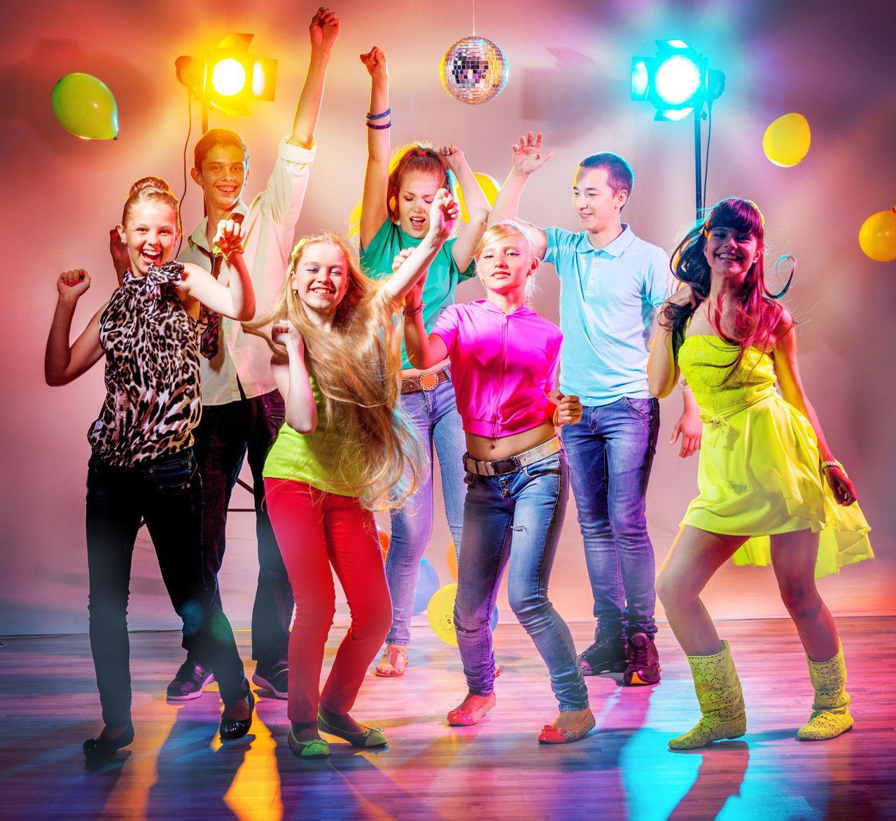 Сценарий поздравления на дискотеки