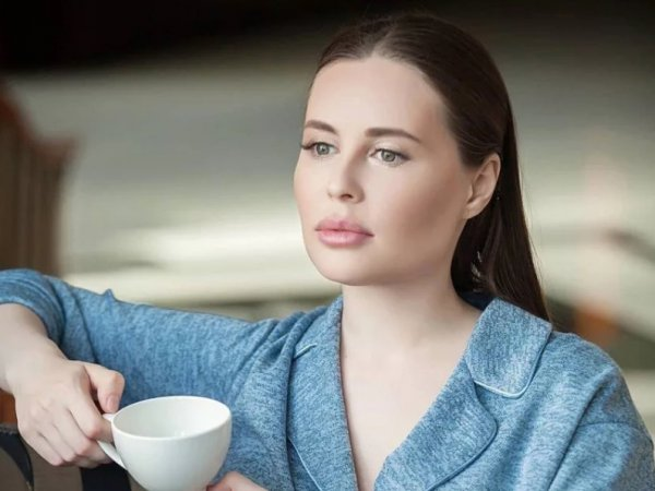 """""""Доверила мужа подруге"""": экс-звезда """"Уральских пельменей"""" Михалкова вернулась из США в КВН"""