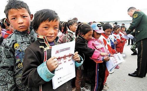 1. Начальная школа в Пхумачангтанг, Тибете считается самой высокой школой в мире. Эта школа находится на высоте 5373 метров над уровнем моря, и это на 200 метров выше базового лагеря Эвереста – высочайшей вершины Земли.