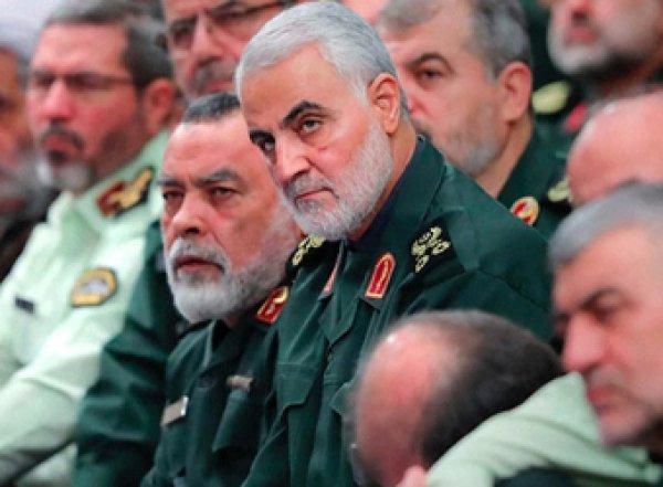 """Иран пообещал """"жестко"""" отомстить США за гибель генерала Сулеймани"""