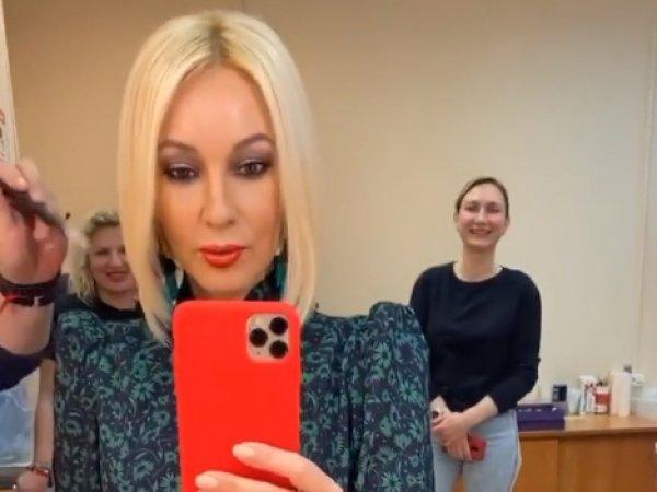 """""""Избавилась от жутких балконов"""": Кудрявцева появилась на ТВ после удаления имплантов"""