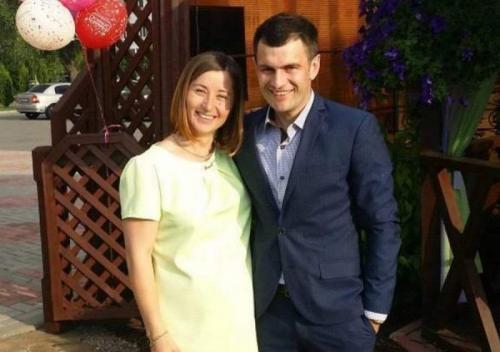 При этом личная жизнь складывается удачнее у Виты. В 2016 году у них с супругом, футболистом Андреем Пацюком, родился сын.