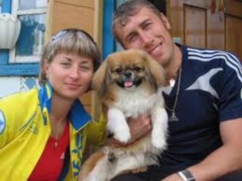 Валентина также замужем, ее возлюбленный Алексей Прохор - лыжник.