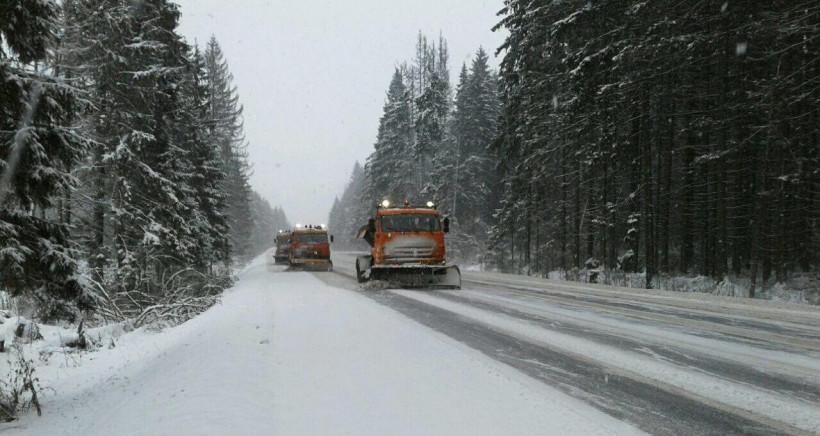 Чистка снега на дорогах Подмосковья