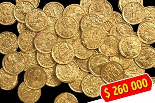 8. Хартфордширский клад Пока одним годами не везет, другие с первой попытки срывают джекпот. Англичанин Уэсли Каррингтон купил самый простой металлоискатель и в первый же день нашел 55 золотых римских монет в лесу Сент-Олбанса, Хартфордшир, на сумму $ 260 тыс.