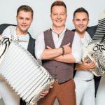 Новогоднее шоу Сергея Войтенко и дуэта «Баян Mix»