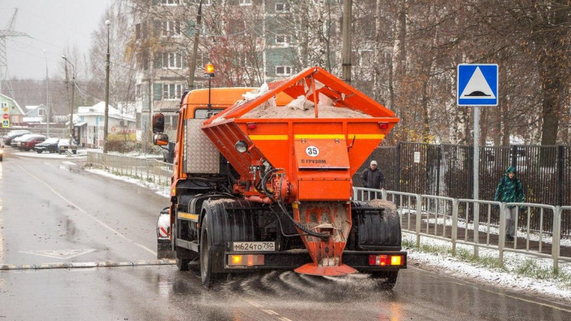 Около 1,4 тыс. единиц спецтехники обрабатывали региональные дороги за прошедшие сутки