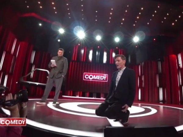Павла Волю заставили на коленях публично извиняться со сцены Comedy Club