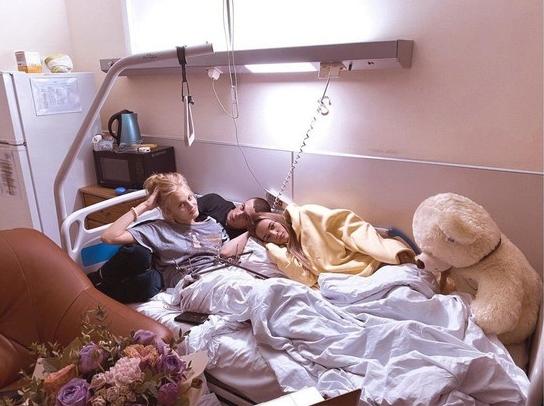 Первое фото Ксении Пунтус из больницы после падения из окна появилось в Сети