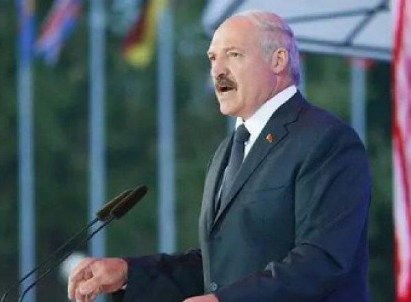 """""""Поставили раком"""": Лукашенко шокировал СМИ громким заявлением про отношения Минска и Москвы"""
