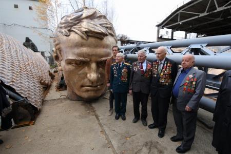 Пресс-тур в Тверскую область на завершающий этап монтажа центральной фигуры Ржевского мемориала
