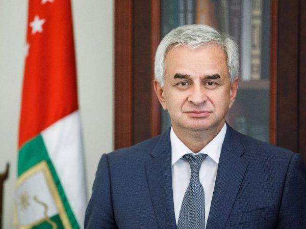 Президент Абхазии Рауль Хаджимба ушел в отставку