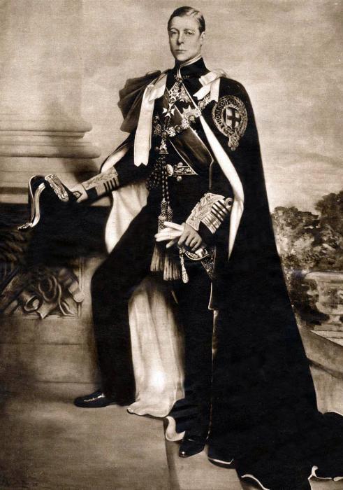 Эдуард, герцог Виндзорский Наверное, это был самый громкий случай в европейской истории, когда уже практически взошедший на престол представитель правящей династии отказался от правления, отдав предпочтение личному счастью. Он уже был королём, и до вступления в должность Эдуарду VIII оставалось всего лишь пройти коронацию. Но к счастью для Георга VI, отца Елизаветы II, коронация не позволила бы ему вступить в брак с любимой женщиной Уоллис Симпсон. Она была дважды разведена и явно была недостойна стать королевой-консортом.