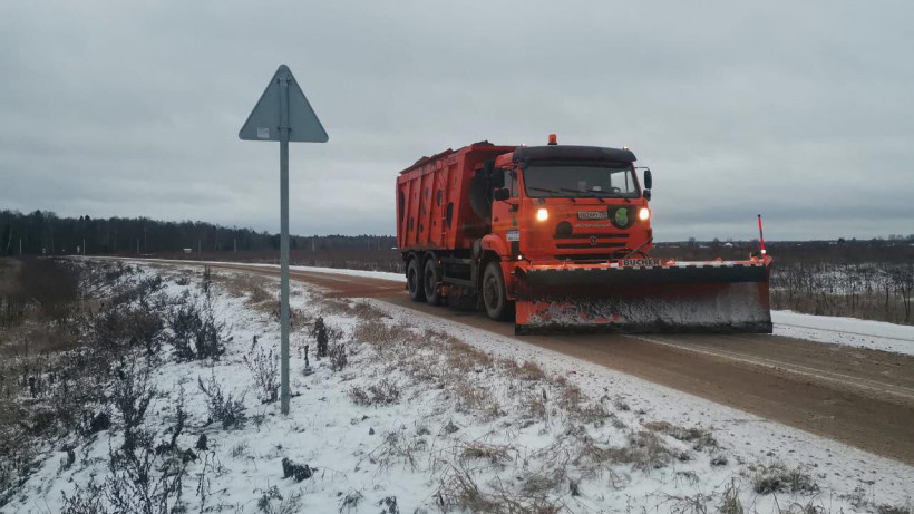 Свыше 1 тыс. единиц техники убирают снег с дорог Московской области