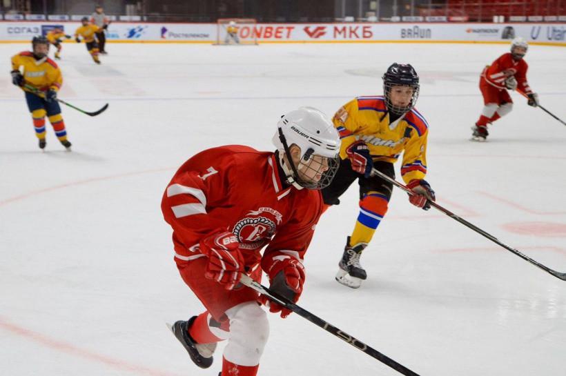 В Балашихе стартовал традиционный «Кубок Юрия Ляпкина» по хоккею