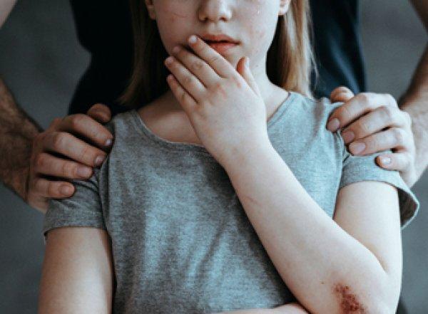 В Сочи мужчина изнасиловал в автобусе 10-летнюю девочку