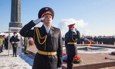 Вахта Почетного караула у стен Музея Победы
