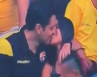 Видео с болельщиком, целующим девушку, посмотрели 19 млн раз