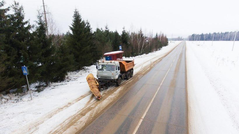 Более 32 тыс. км дорог обработали противогололедными материалами в Подмосковье за сутки