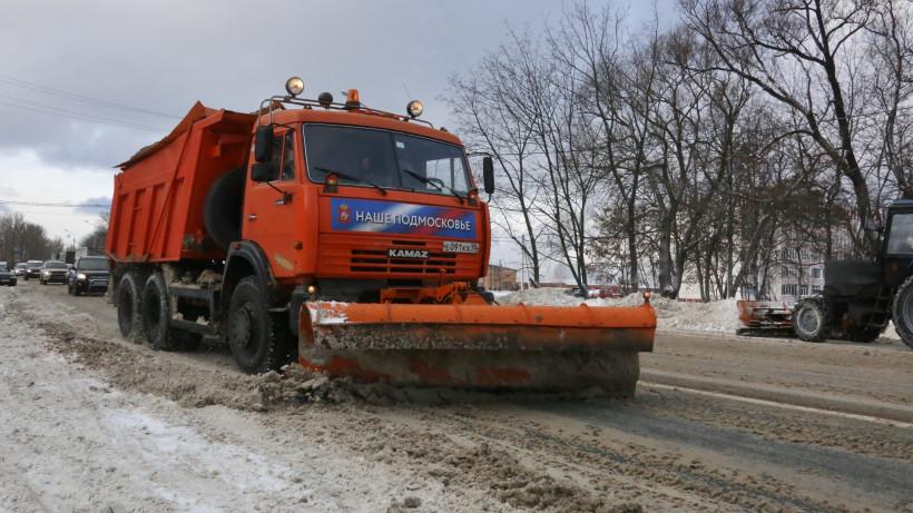 Более 35,5 тыс. км дорог Подмосковья обработали противогололедными материалами за сутки