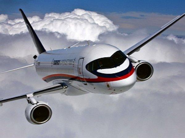 «Была повышенная вибрация»: Самолет SSJ-100 совершил экстренную посадку в Шереметьево