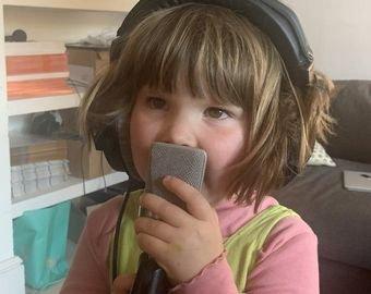 Детская песенка о динозаврах стала интернет-хитом