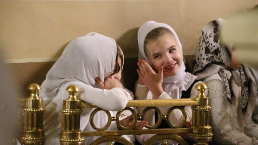 Около 700 прихожан пришли на Рождественское богослужение в Успенский собор Новодевичьего монастыря