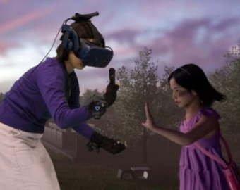 Мать встретилась в VR со своей умершей дочкой
