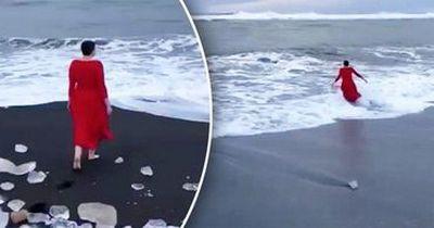 Надежда Савченко искупалась в океане в вечернем платье