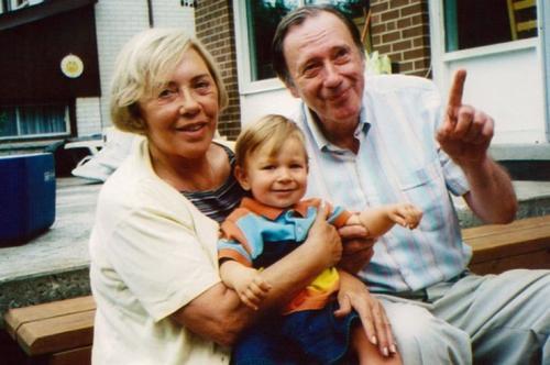 Иби Рончаоли убил собственный муж Жительница Онтарио Иби Рончаоли в 1991 году выиграла в лотерею 5,1 млн долларов, но скрыла эту новость от мужа, так как решила распорядиться деньгами по своему усмотрению. 2 миллиона она отдала внебрачному ребенку, о котором ее тогдашний супруг даже не подозревал. Узнав об этом, муж пришел в ярость и отравил жену обезболивающими препаратами.