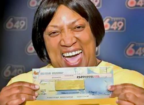 Эвелин Адамс проиграла выигрыш в казино Эвелин Адамс можно назвать действительно везучим человеком! Женщина выиграла в лотерею дважды — в 1985 и 1986 годах. Общая сумма выигрыша составила более 5 млн долларов! Но Эвелин хотелось большего… В надежде, что ей снова повезет, женщина отправилась в казино в Атлантик Сити, где уже скоро проиграла все свои деньги.