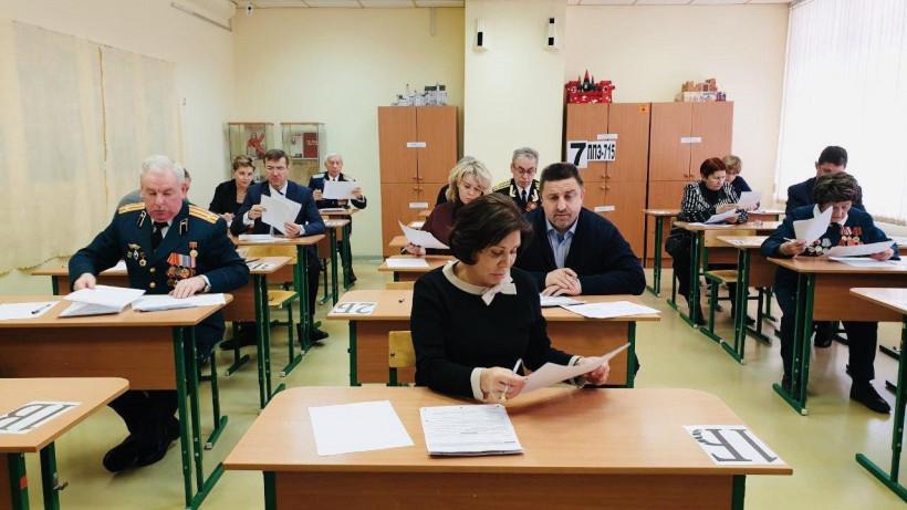 Почти 60 родителей будущих выпускников написали ЕГЭ по истории в Долгопрудном