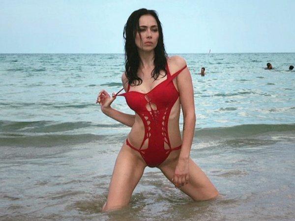 Полуголая Самбурская с кисточками на груди произвела фурор в Сети