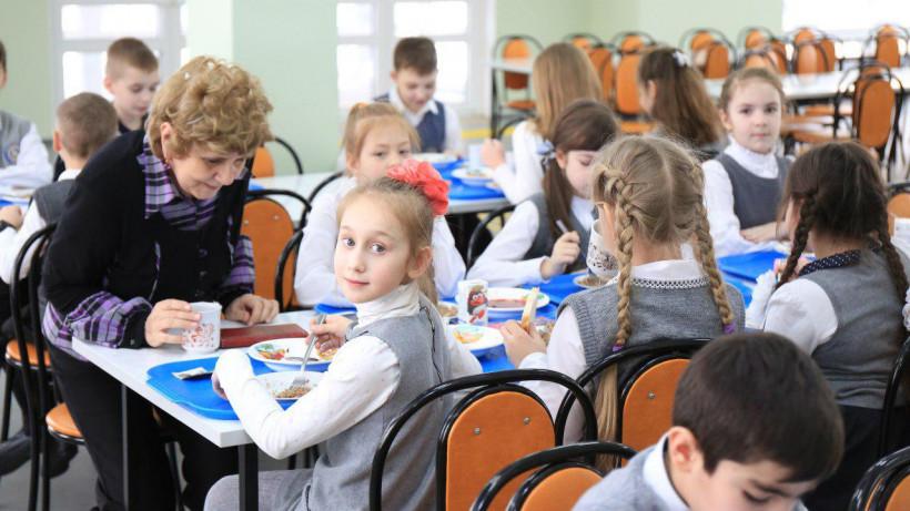 Порядка 90% школьного питания в регионе производят в Подмосковье