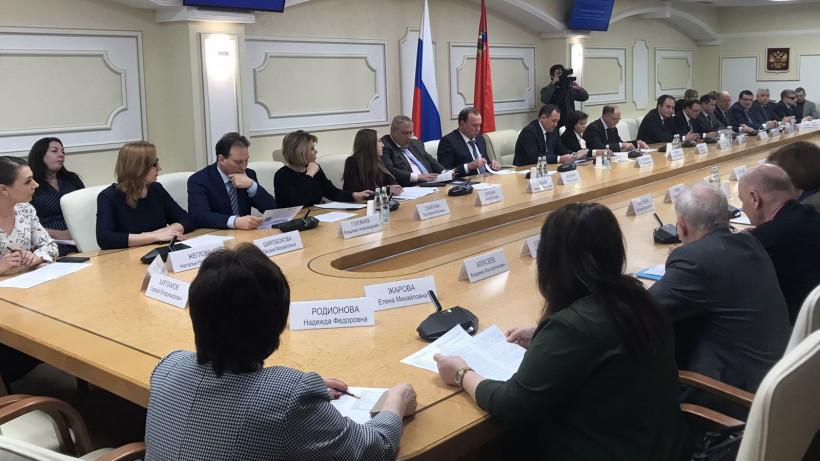 Проект закона о поправке к Конституции РФ обсудили в Мособлдуме