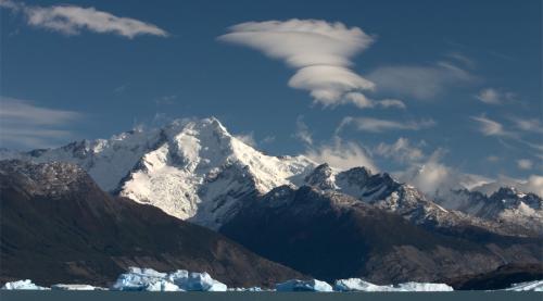 Северная Патагония Чили Тропические леса сочетаются здесь с ледниками, фьордами и горячими источниками. Северная Патагония — один из самых интересных ландшафтов мира. Сейчас это наиболее малонаселенный район Чили, попасть сюда очень непросто, но дело того действительно стоит.