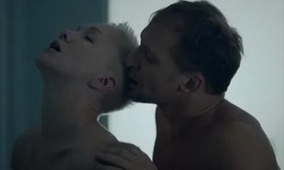 """""""Села, как на унитаз"""": вывалившую грудь экс-жену Богомолова осудили за пошлое фото"""