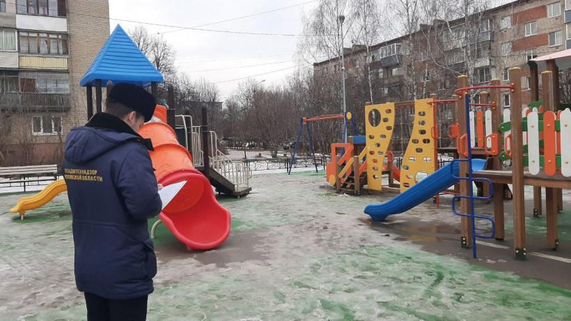 Шестьдесят нарушений на детских площадках устранили в Подмосковье за неделю