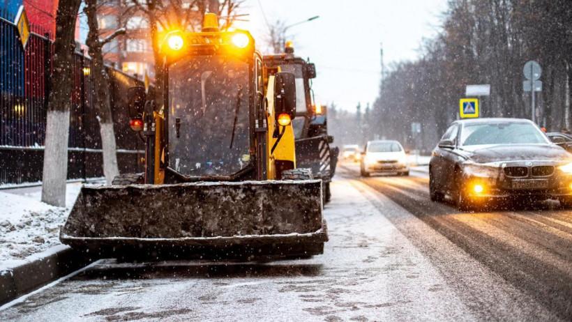 Свыше 1,8 тыс. единиц спецтехники убирали дороги Подмосковья в прошедшие сутки