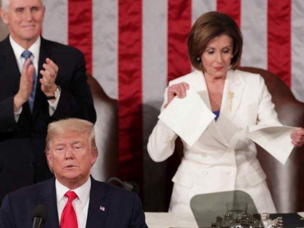 Трамп отказался от рукопожатия спикера Пелоси, а та публично порвала текст его речи