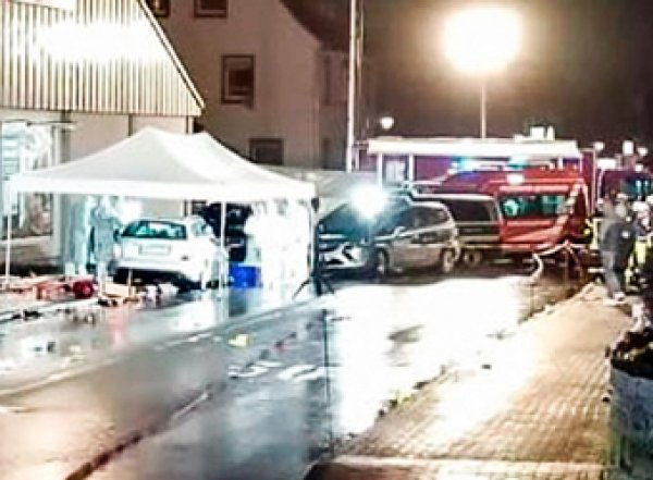В карнавал в Германии въехал Mercedes: 30 пострадавших