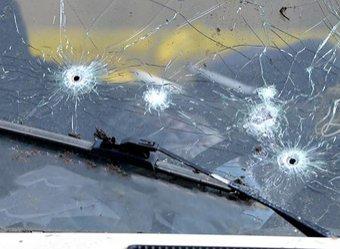 В Москве в автосалоне неизвестные обстреляли машины