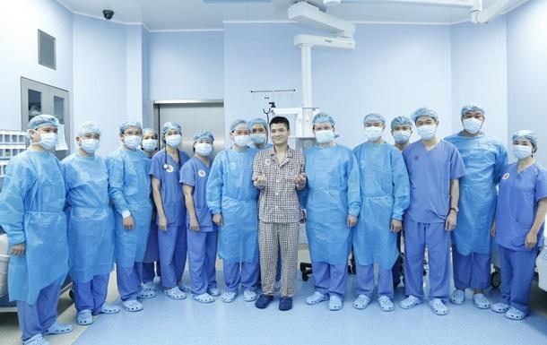 Во Вьетнаме пересадили руку от живого донора