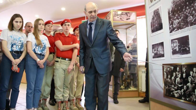 Возложение цветов к памятнику советского маршала Василия Чуйкова состоялось в Подмосковье