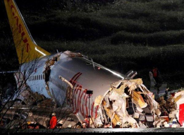 Жесткая посадка самолета в аэропорту Стамбула попала на видео